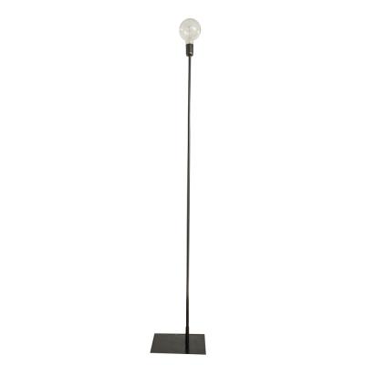STRAIGHT UP BLACK FLOOR LAMP